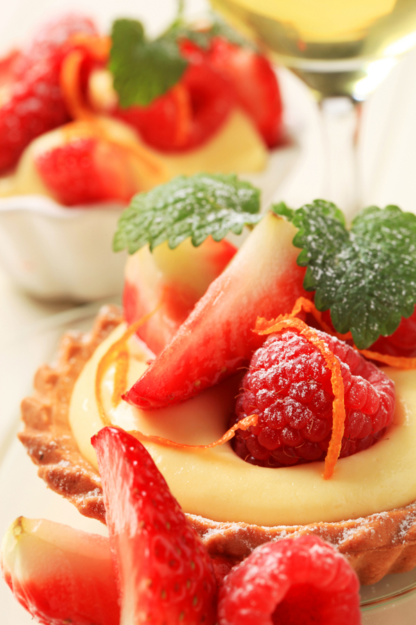 holidays & recipes: mixed berry tartlet with crème anglaise pastry cream